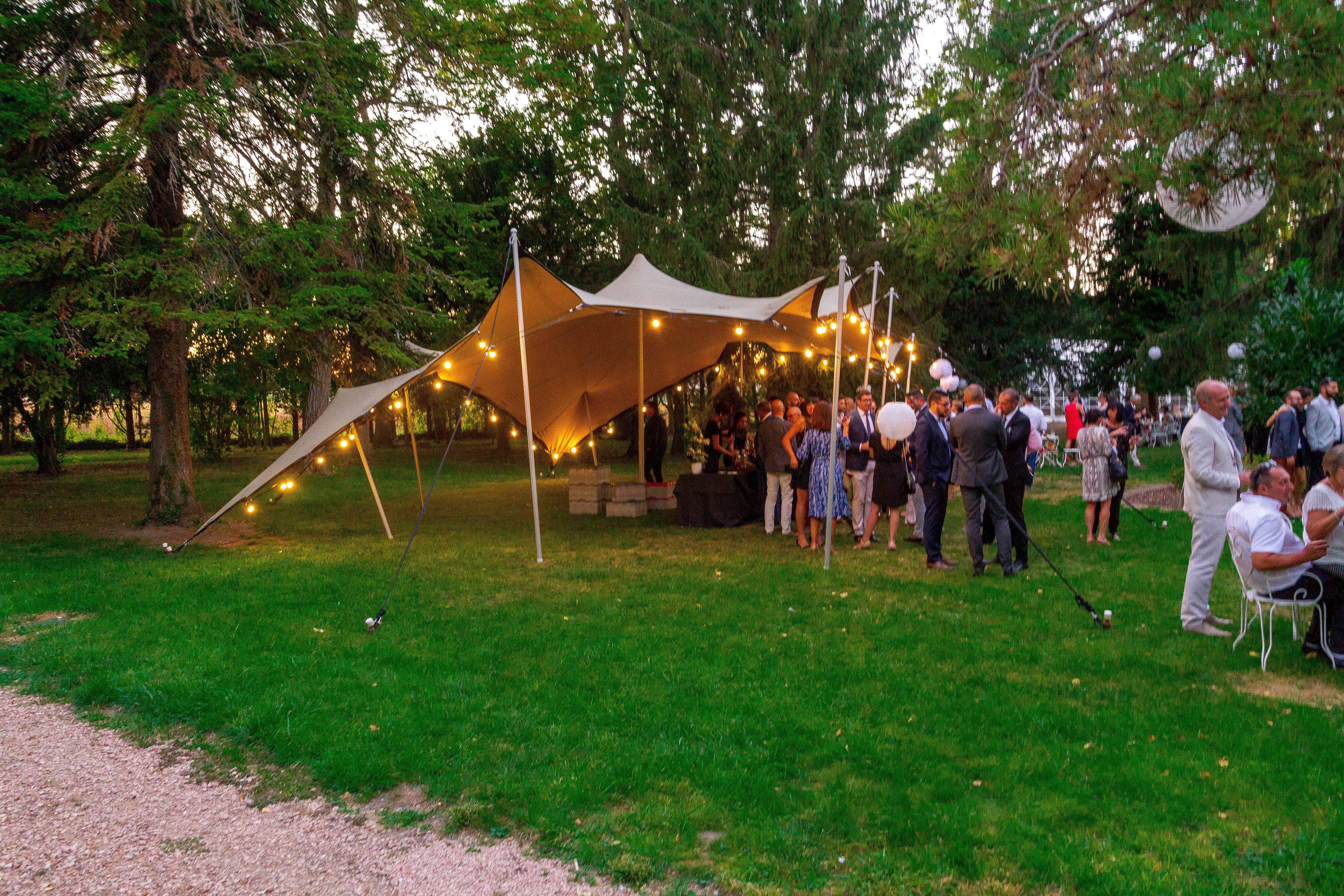 Renon location : spécialiste des tentes de réception